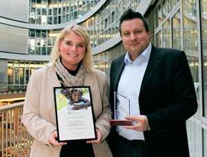 Alexandra Mau und Marcus Reitz von der SuperComm Data Marketing GmbH freuen sich über die erneute Titelverteidigung.