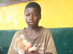 Saye (10) aus Monrovia hat keine Familie mehr: Seine alleinerziehende Mutter und seine ältere Schwester sind durch das tödlichen Ebola-Virus gestorben.