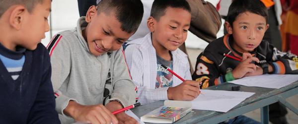 Viele Famiien in Nepal haben noch immer kein Zuhause und kein Einkommen.