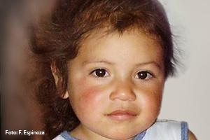 Isabella (3) aus Bogotá in Kolumbien geht seit einiger Zeit in den SOS-Kindergarten. Für ihre alleinerziehende Mutter ist das die Rettung. Endlich kann sie als Näherin Arbeit annehmen.